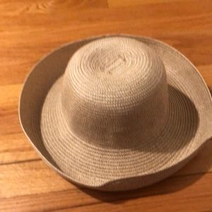 NWOT beige summer brimmed hat by Talbots